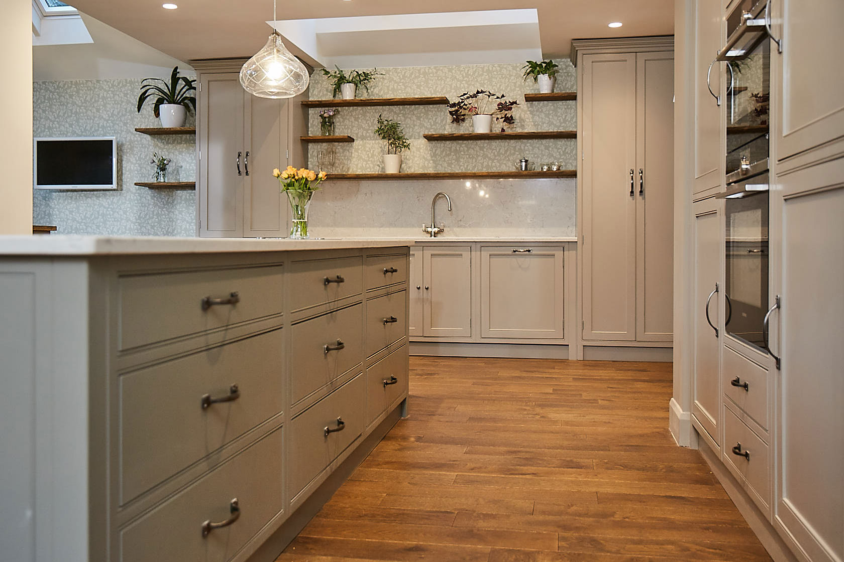 Painted pan drawers with pull handles and white quartz worktop