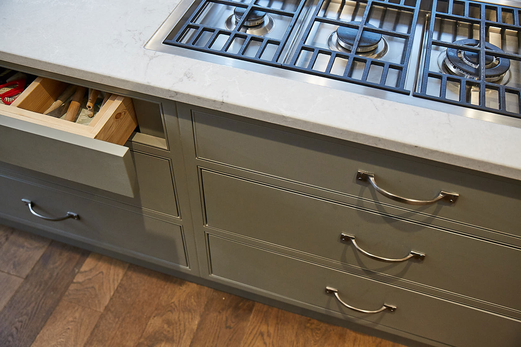 Pan drawers beneath integrated flush gas hob