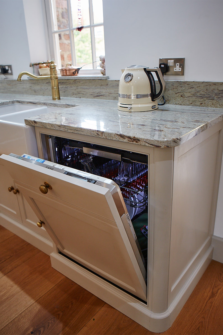 Traditional bespoke painted kitchen cabinet with integrated siemens dishwasher
