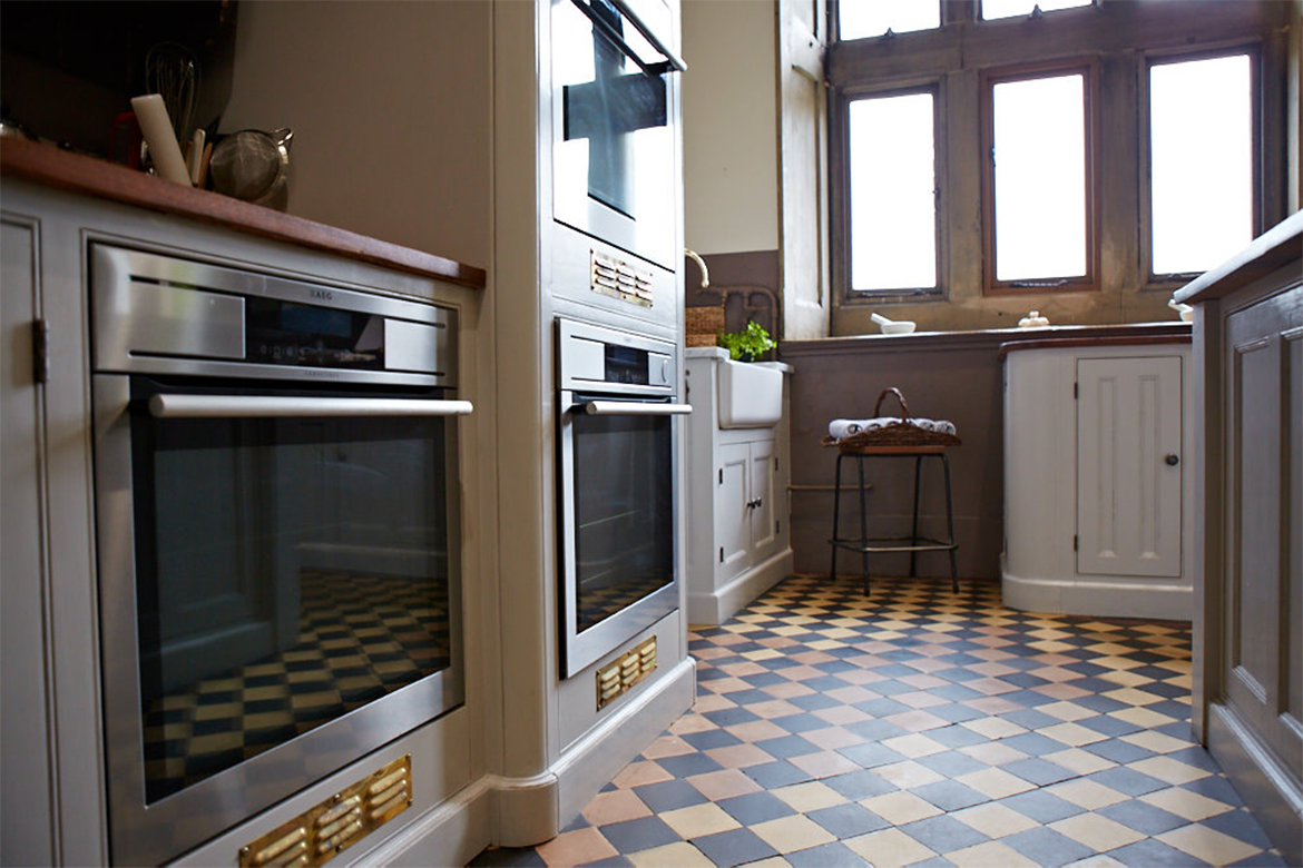 Integrated ovens in bespoke kitchen cabinets