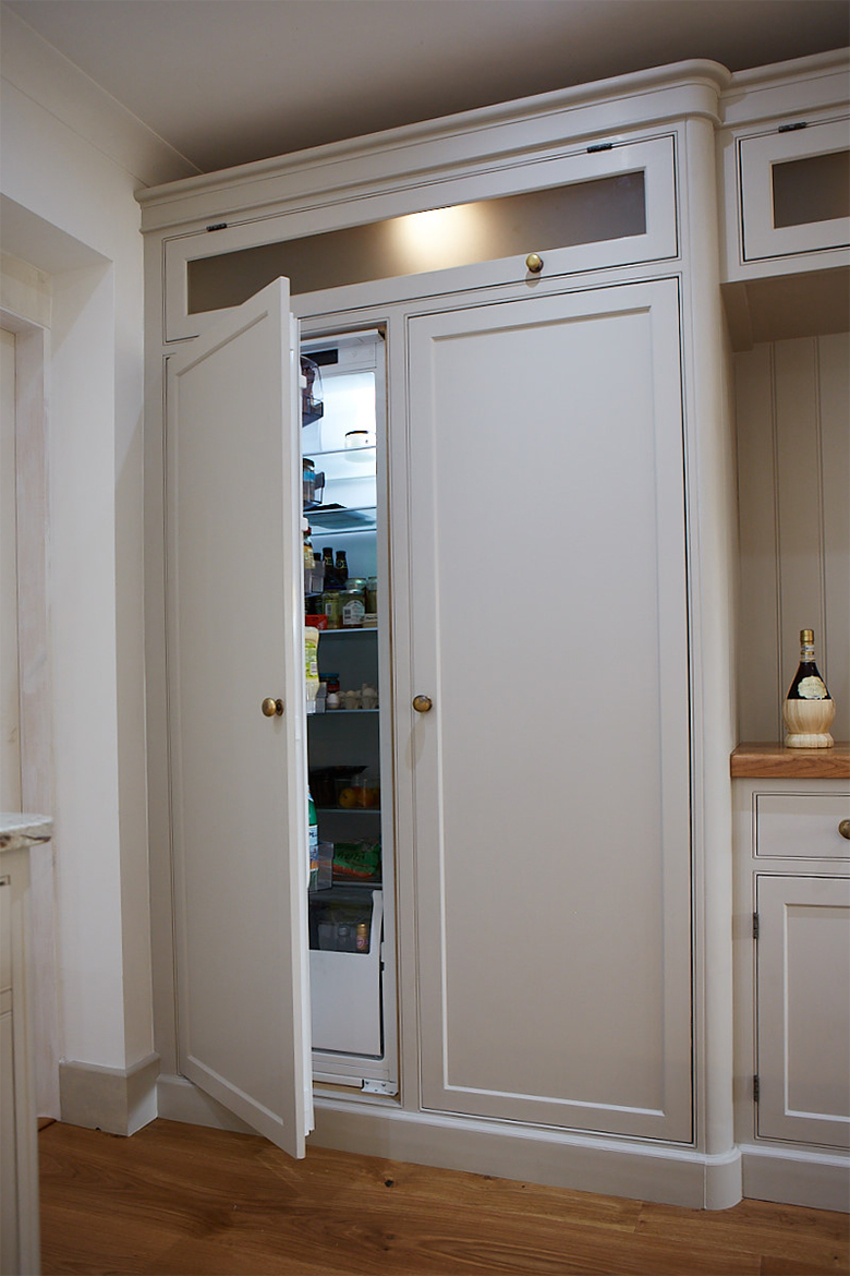 Integrated siemens larder fridge in a painted bespoke kitchen cabinet with glass top box