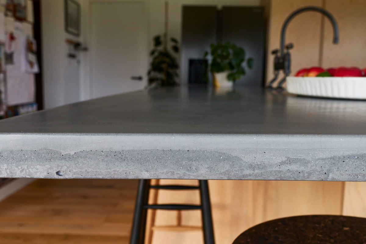 Solid concrete worktop edge detail