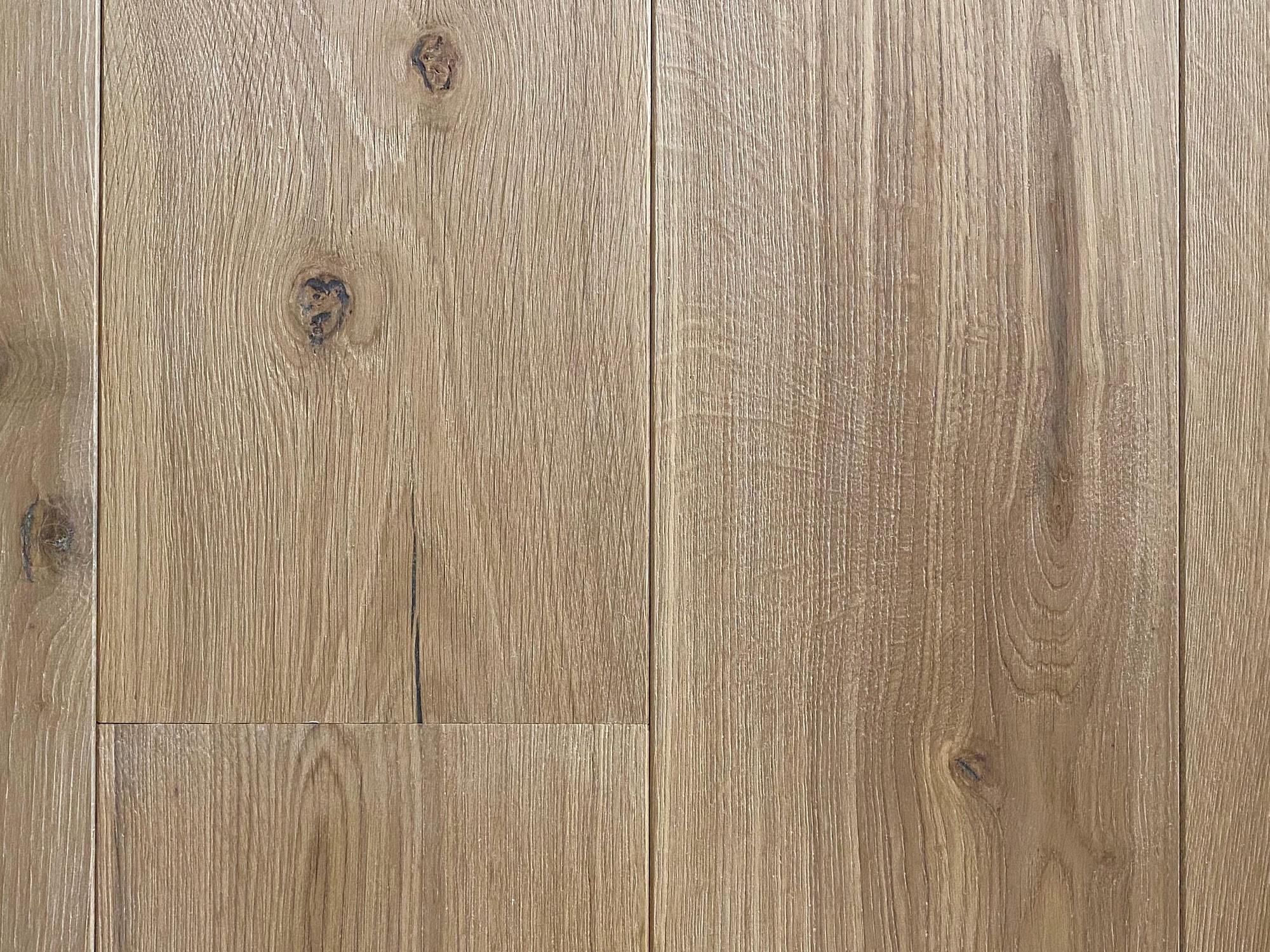 Knots in clean oak flooring