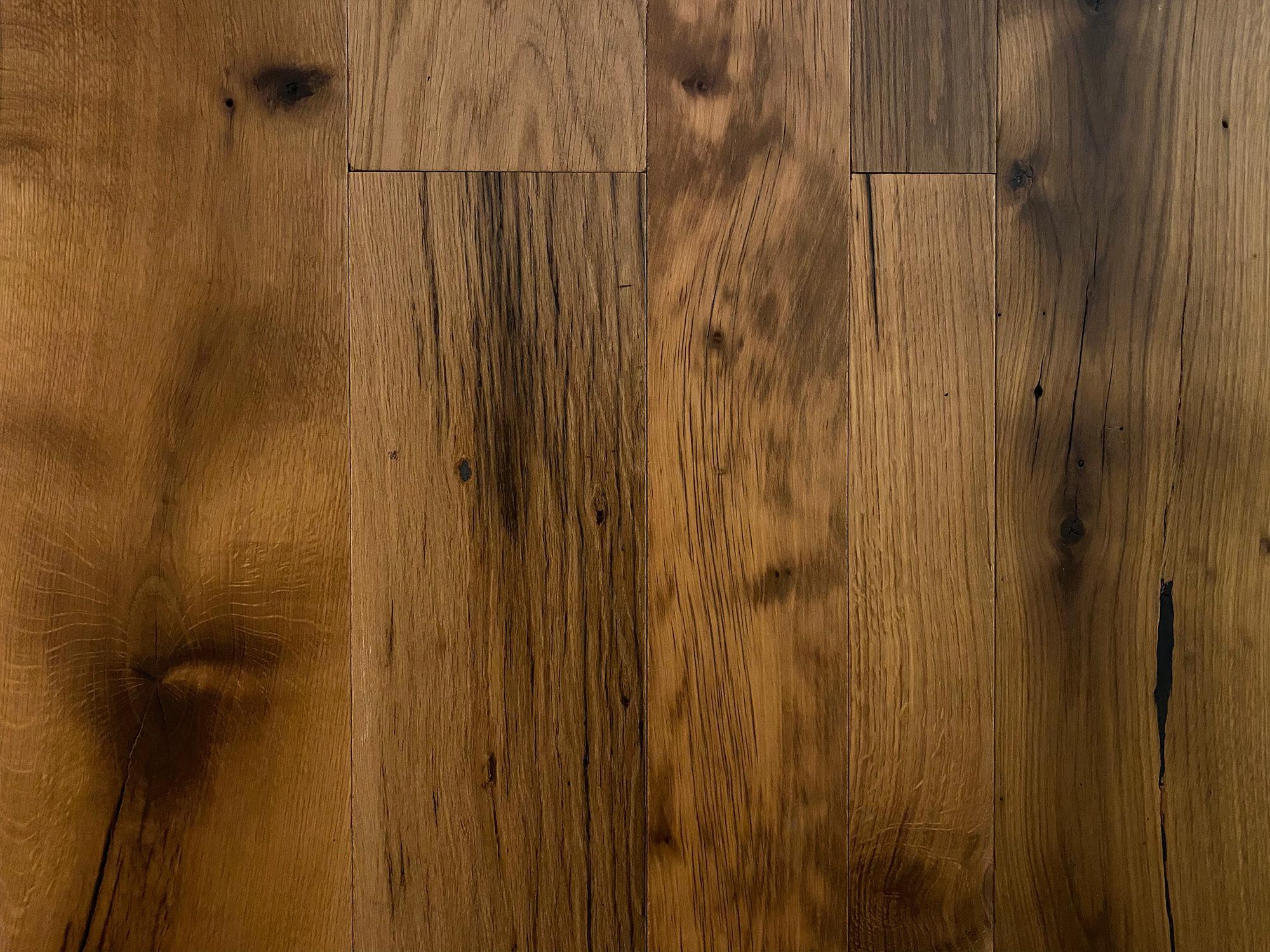 Reclaimed floor in oak finish