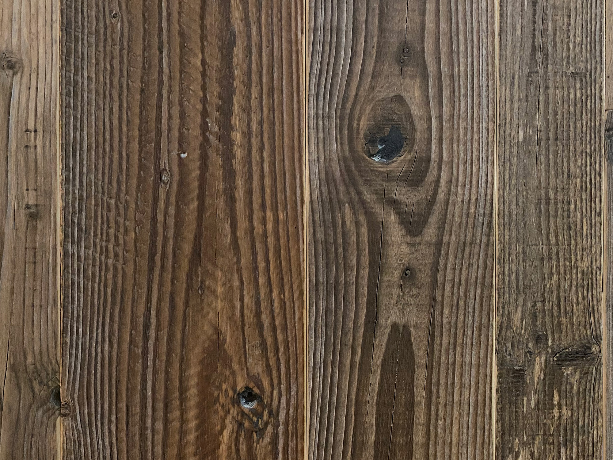 Knots in reclaimed flooring made from spruce