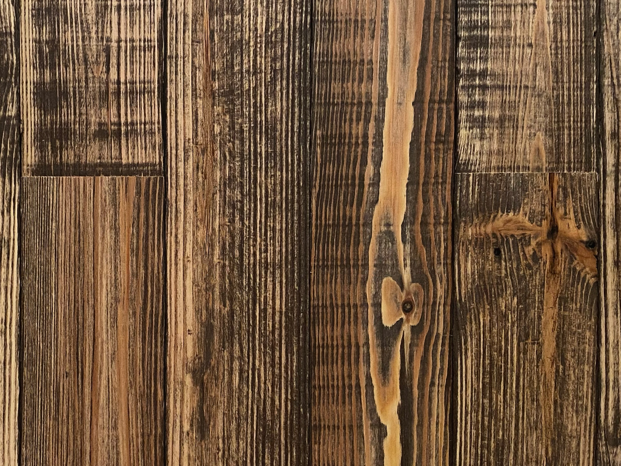 Wood cladding with original saw marks