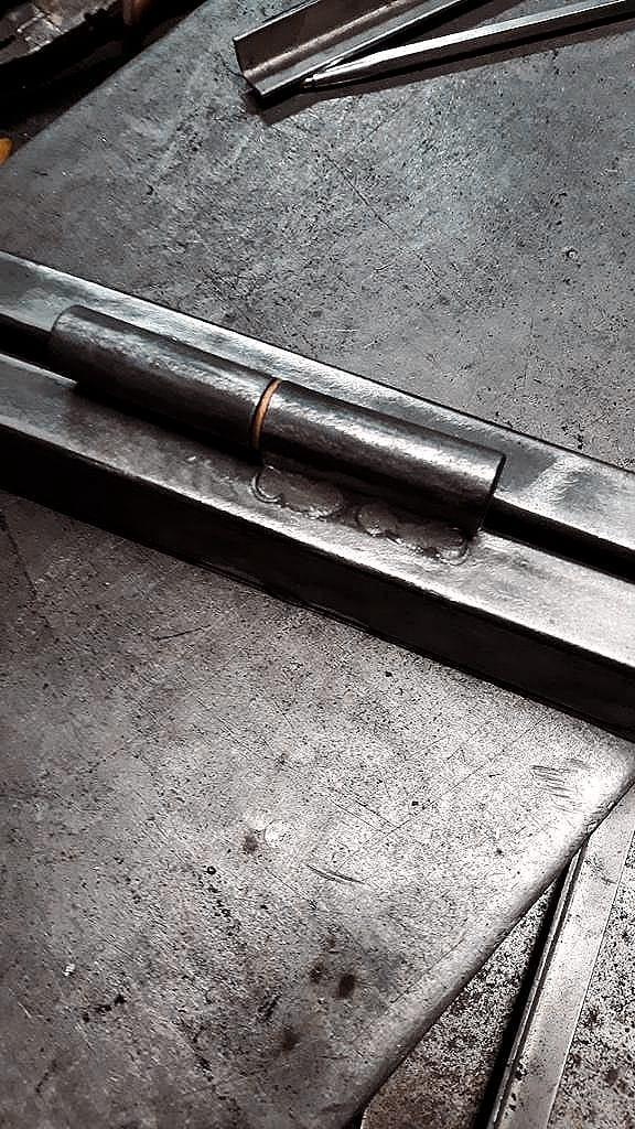 Metal hinge welded on critall style windows
