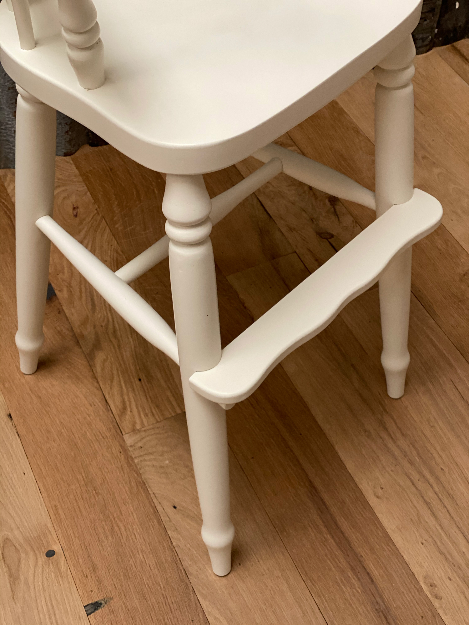 foot detail on painted white childs windsor chair