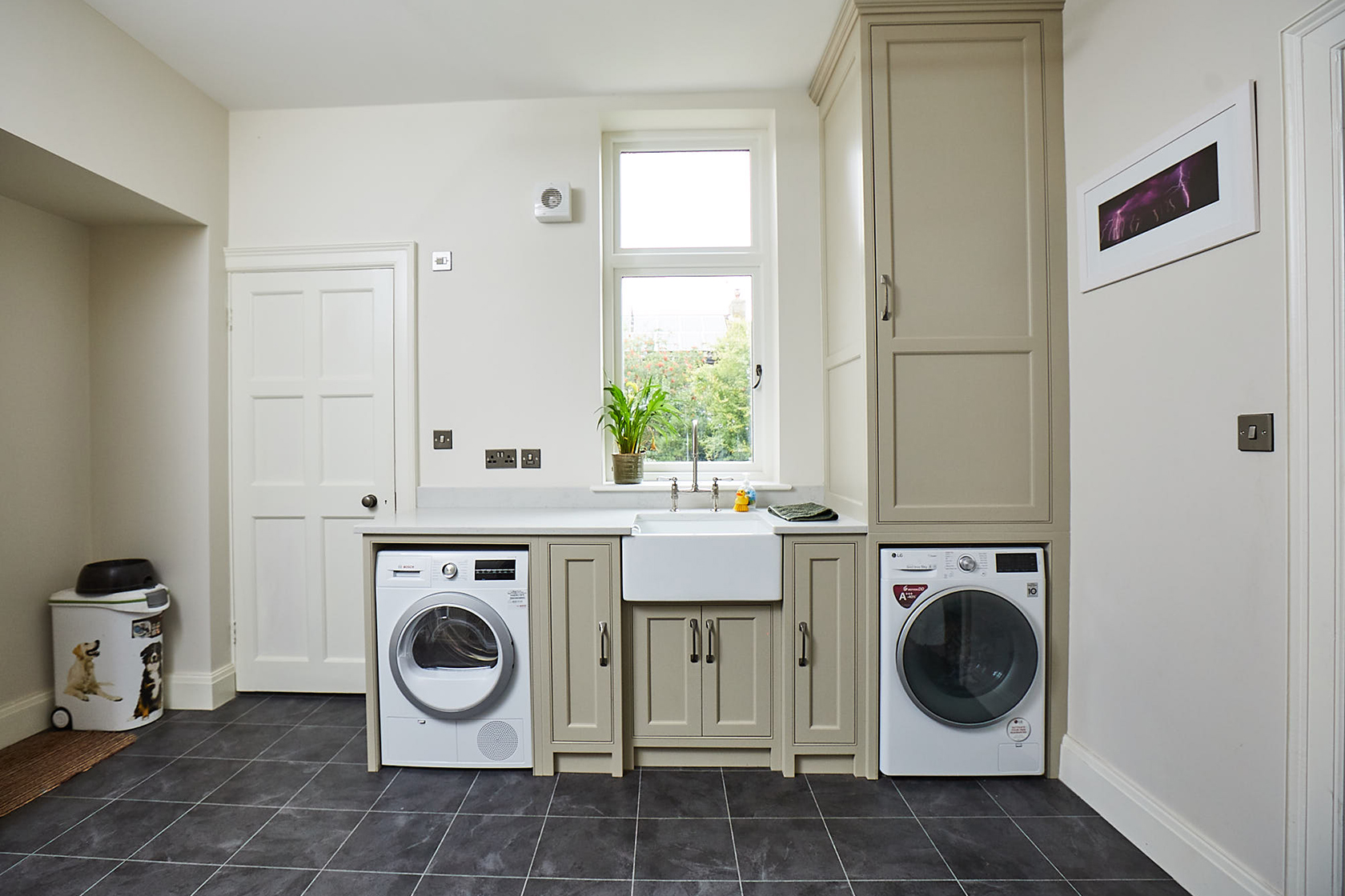 Painted utility with freestanding washer and dryer