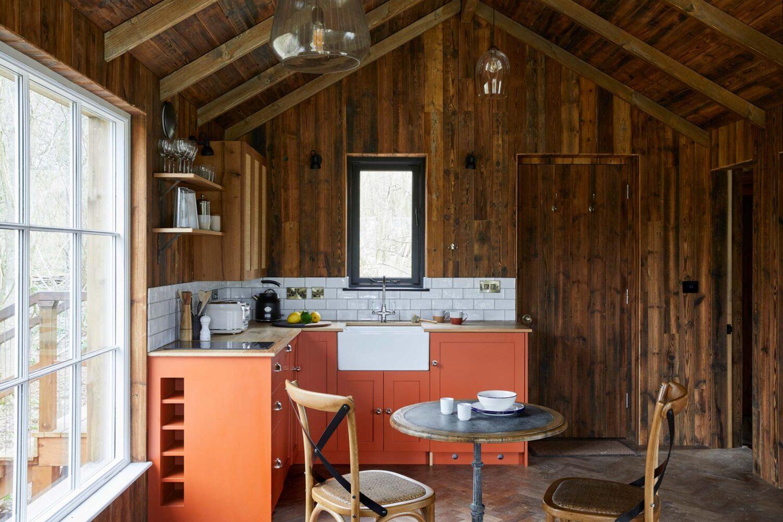 Open plan rustic treehouse kitchen