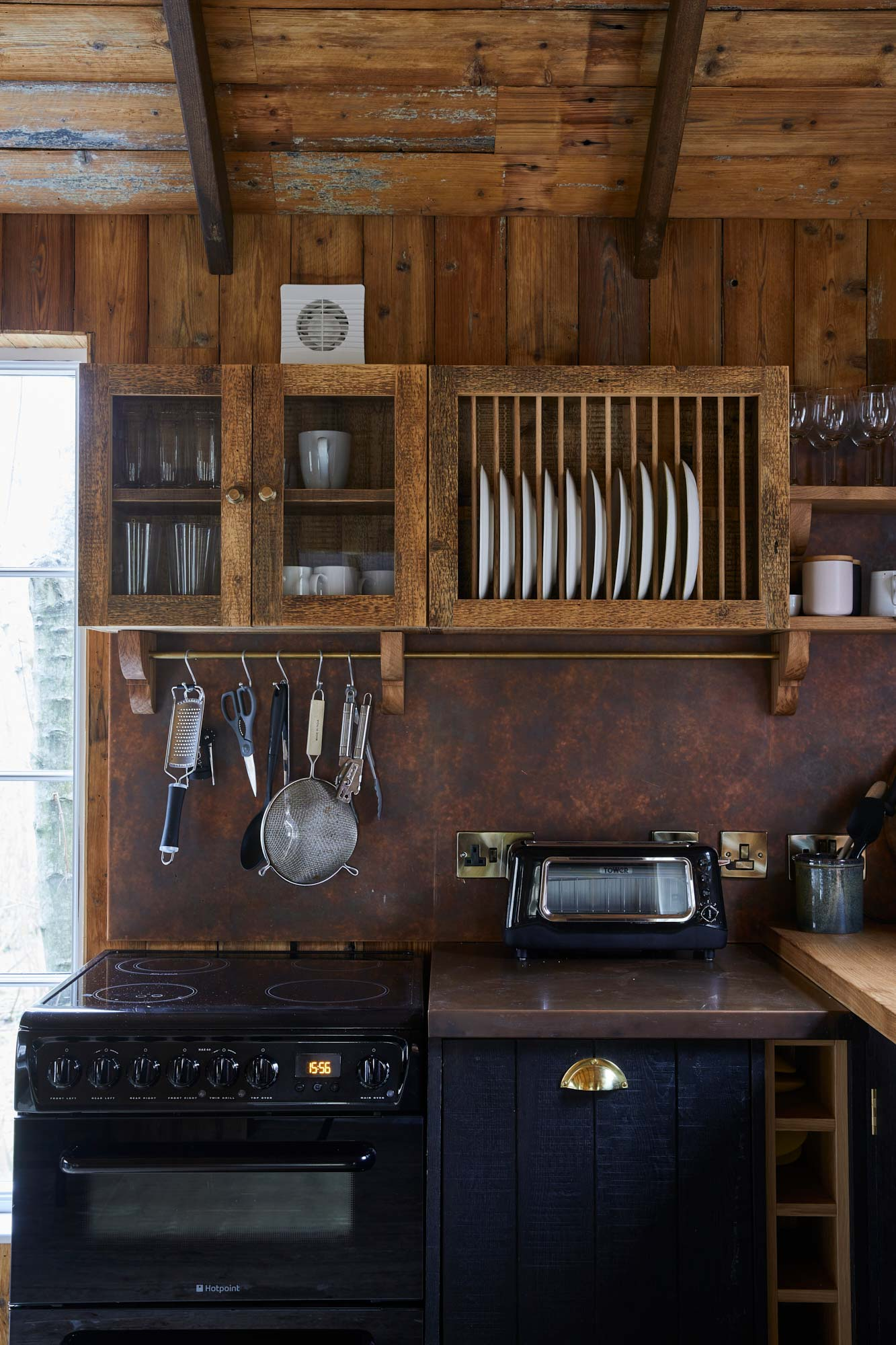 Rustic kitchen plate rack