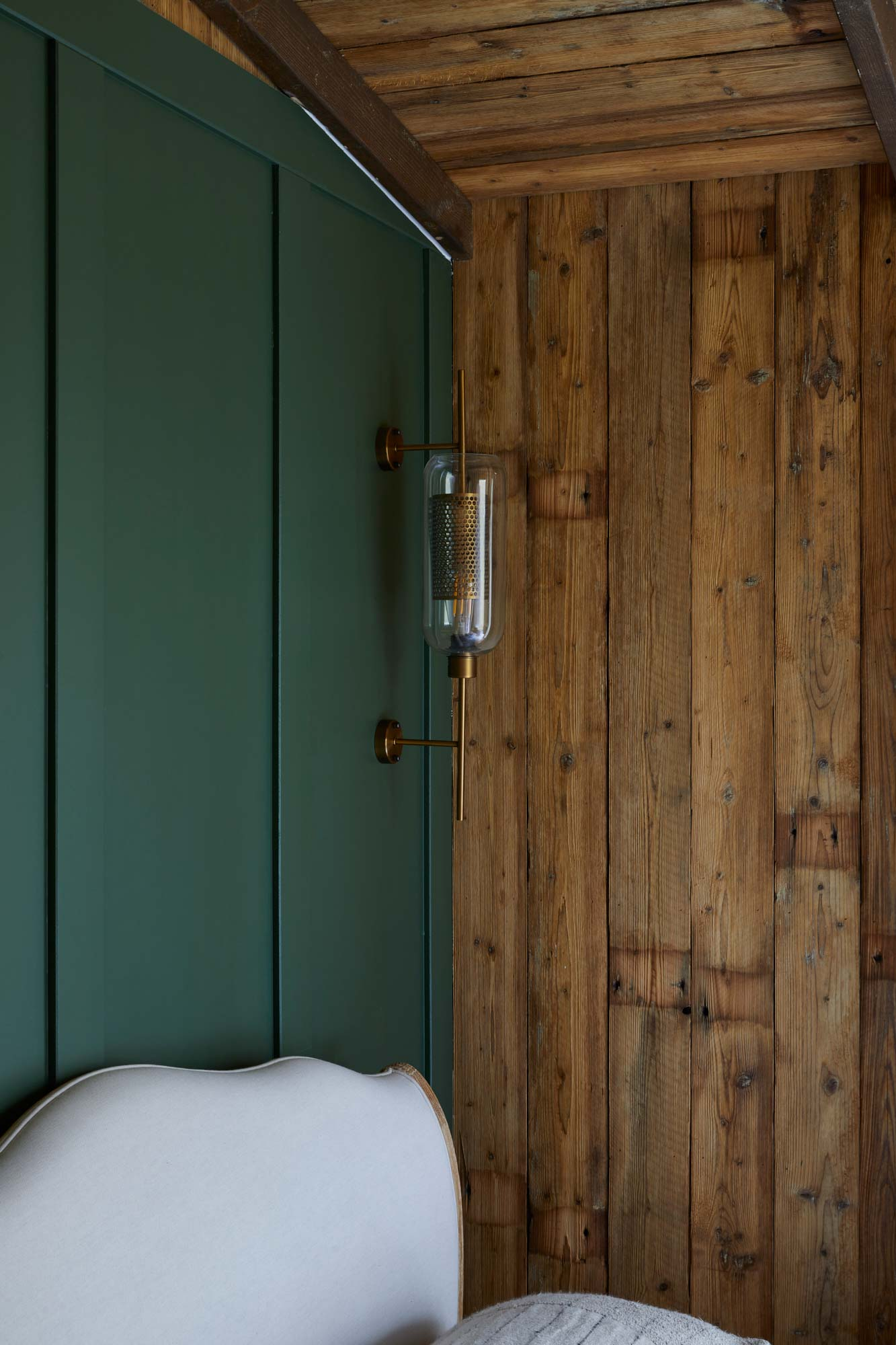 Rustic wall cladding in treehouse bedroom