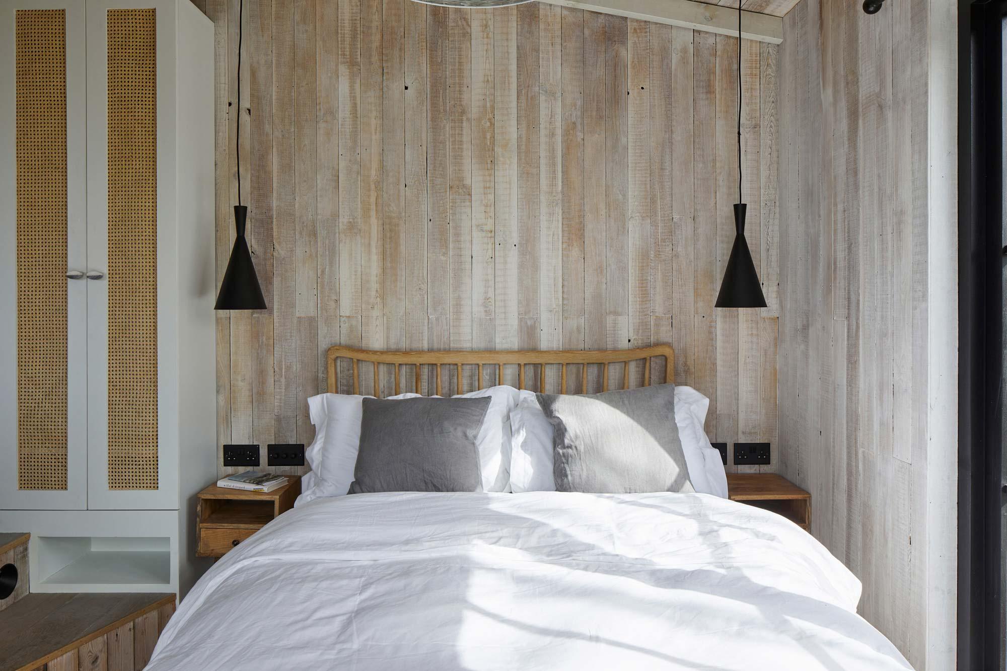 reclaimed timber whitewash walls