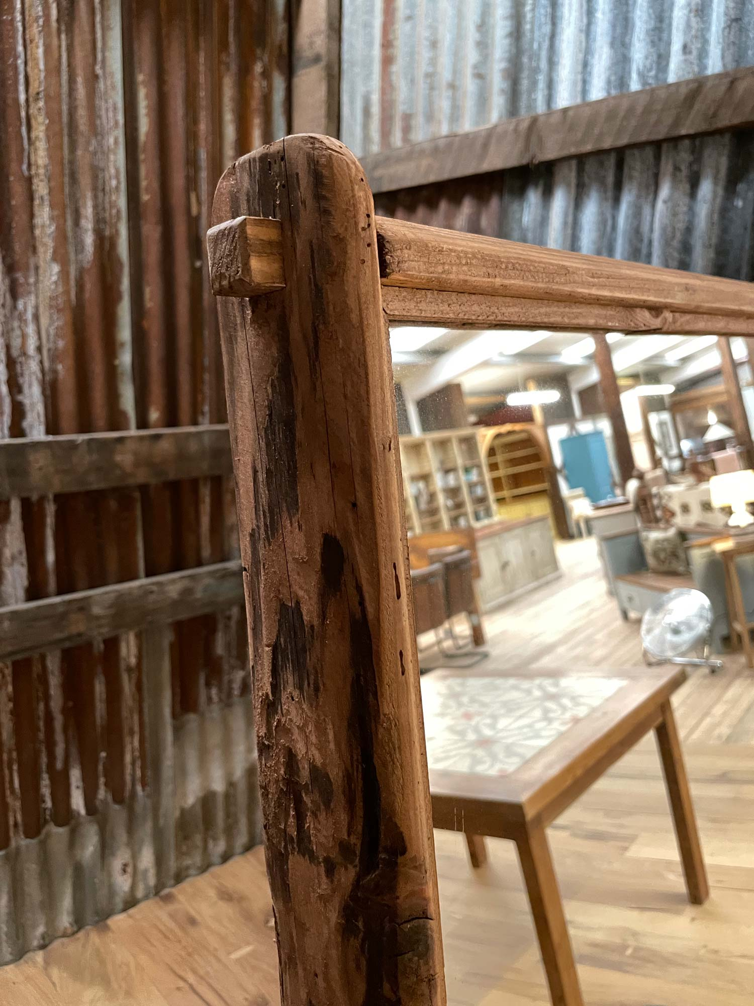 Freestanding mirror joinery
