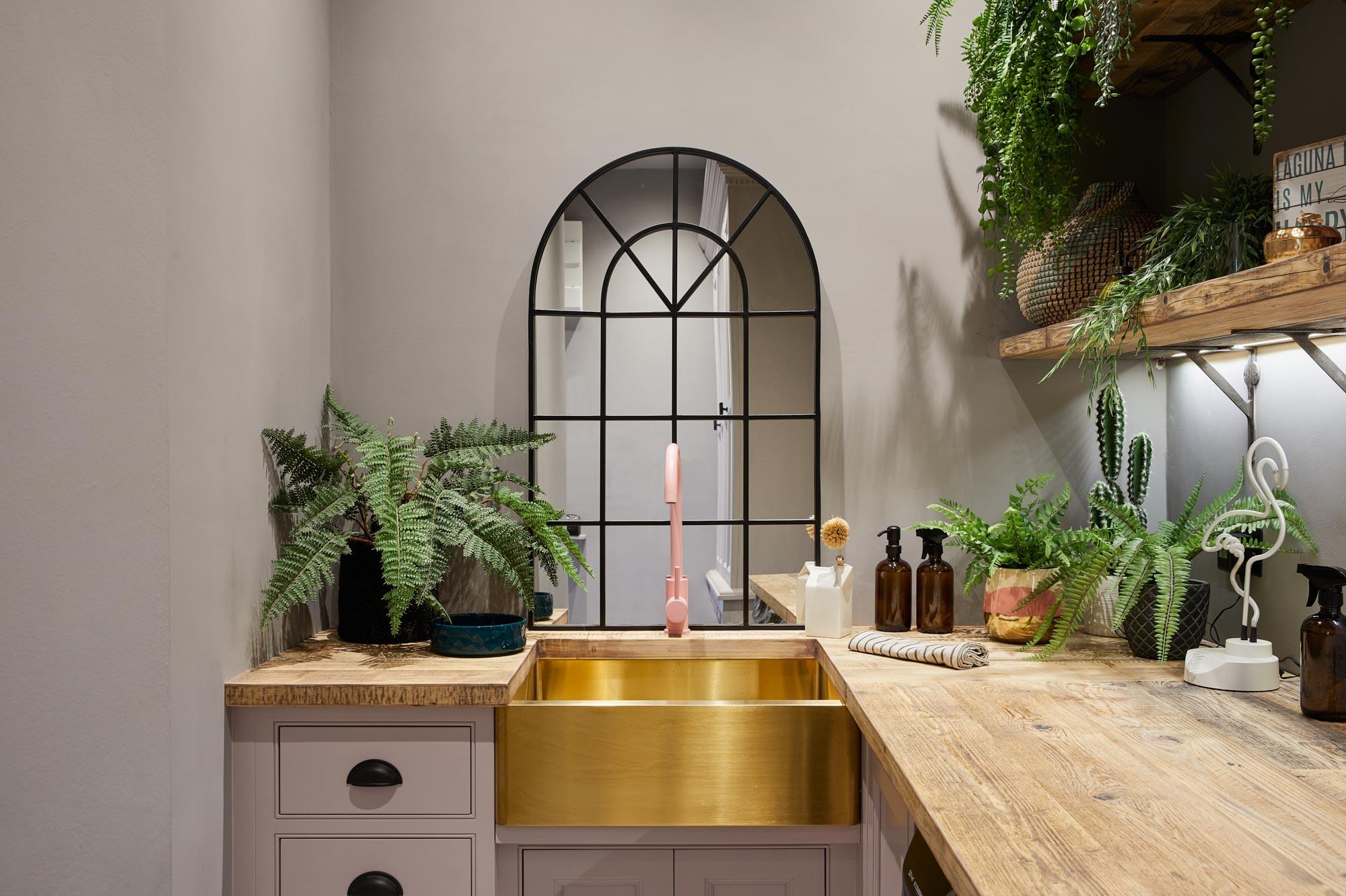 Brass belfast sink with pink tap