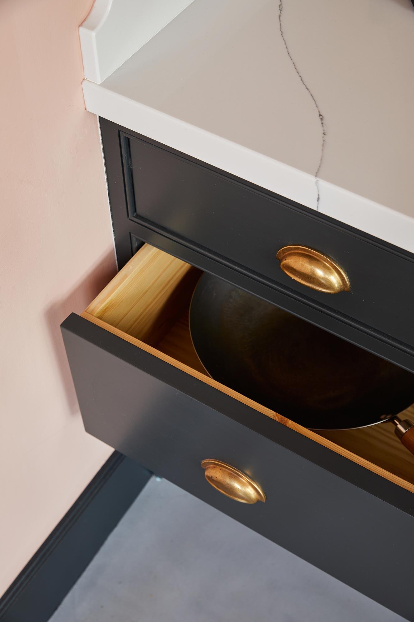 Deep kitchen pan drawers
